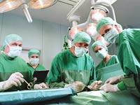 רופא רפואה חדר ניתוח רופאים סטטוסקופ תרופה  מחלה / צלם: thinkstock